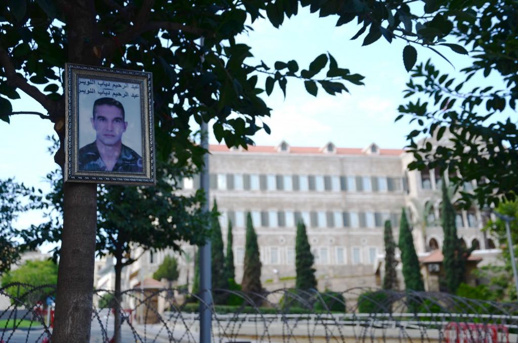 Portrait d'un otage devant le Grand Sérail - Crédit photo: Emmanuel Haddad