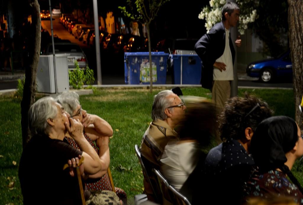 Deux femmes grecques devant un documentaire sur la corruption au Liban - Crédit : Emmanuel Haddad