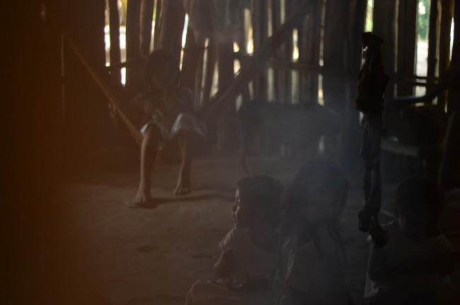 Les enfants de Gabriel dans la hutte familiale - Crédit: Emmanuel Haddad